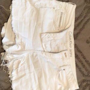Calvin Klein white jean shorts Sz 31